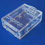 Cięcie pleksi: obudowa z PMMA wycieta laserem (laser cut enclosure)