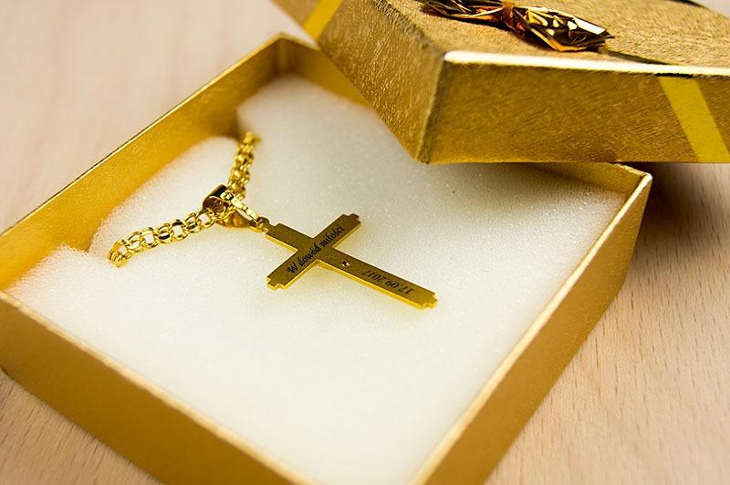 Grawerowanie biżuterii laserem na przykładzie złotego krzyżyka