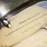Laserowe grawerowanie srebrnej cukiernicy - sposób na oryginalny prezent