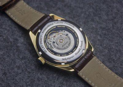 Grawerowanie napisu po łuku na zegarku