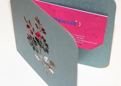 Wizytownik dekoracyjny wycięty laserem w kartonie