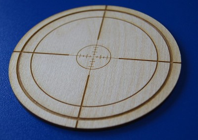 Drewniana podstawka na piwo wycieta i wygrawerowana laserem w sklejce