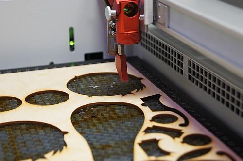 Wycinanie sklejki laserem