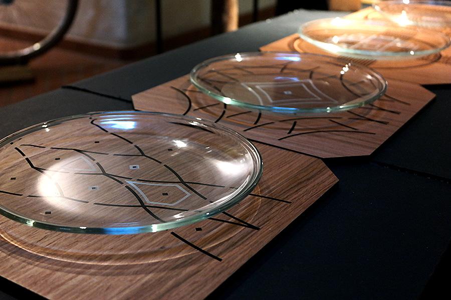 Cięcie i grawerowanie laserem MDF-u: Finalny wygląd podstawek wraz z talerzami